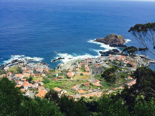 Madeira - zelená oáza uprostred oceánu, banány apečené víno