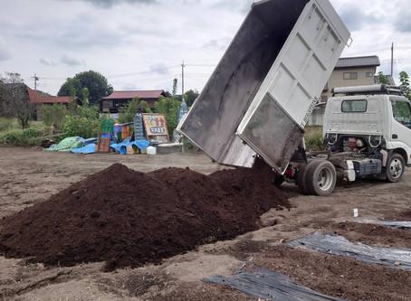 今春に引き続き今秋も牛堆肥が届きました
