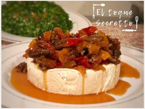 Queso Camembert con confitado de frutos secos y un toque picante