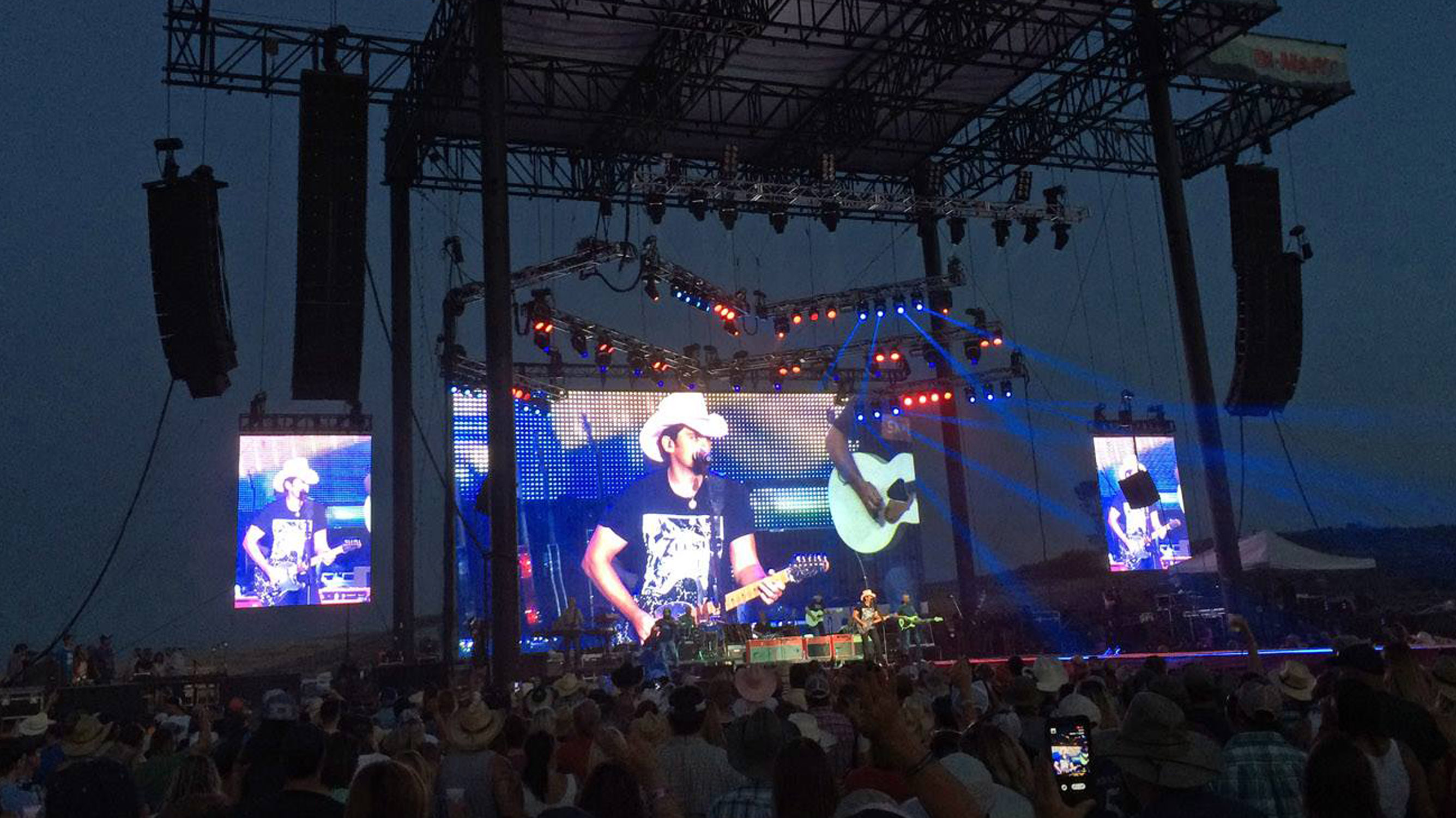 50'x 25' Brad Paisley LED video wall