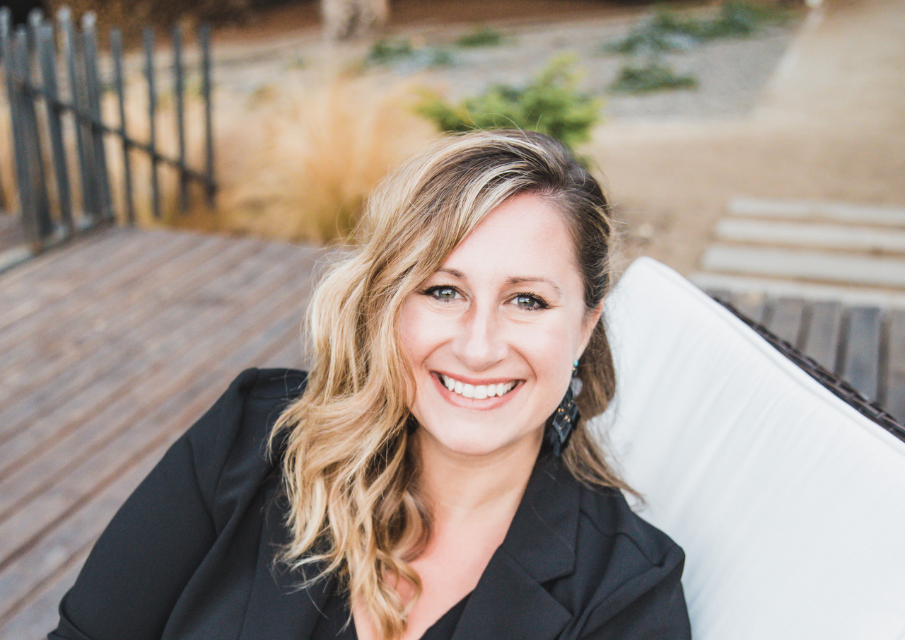 personal brand, personal branding, adding props in your brand photos, professional lifestyle headshots, lifestyle headshot, linkedin profile picture, about me page photo