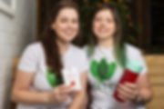 IN2TEA founders Hannah and Kate Deutscher