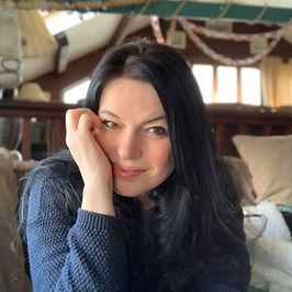 JE Rowney Author Photo