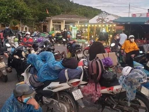 """Khủng hoảng Covid ở Việt Nam: công nhân cố gắng """"tháo chạy"""", bỏ phố về quê"""