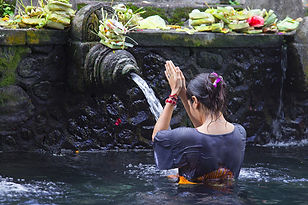 purification balinaise tirta empul eaux sacrees