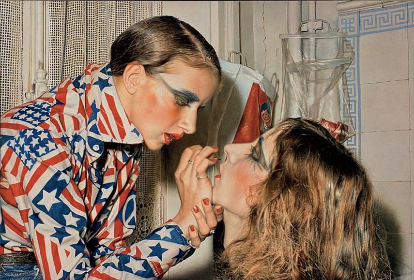 Marina schminkt Luciano