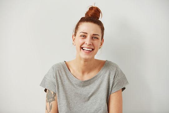 Jovem, mulher com tatuagem
