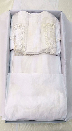 wedding-dress-at-in-box-folded