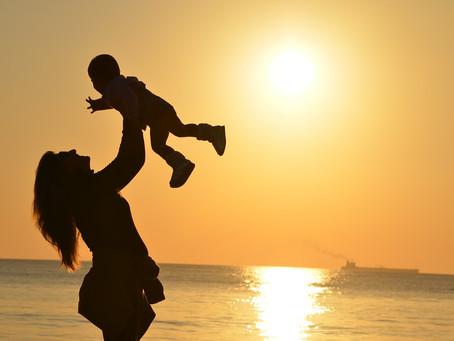 En el mes de Mayo celebra con ellas el mes de la Madre.