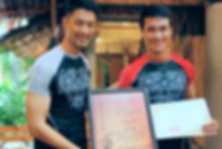 Johnny Trí Nguyễn   Liên Phong chứng nhận lên cấp