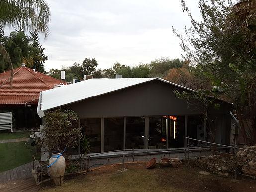 גגות מפנל מוקצף. להצללה והגנת מגשם