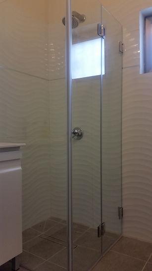 """מקלחון 8 מ""""מ מתקפל לצד ולא תופס מקום"""
