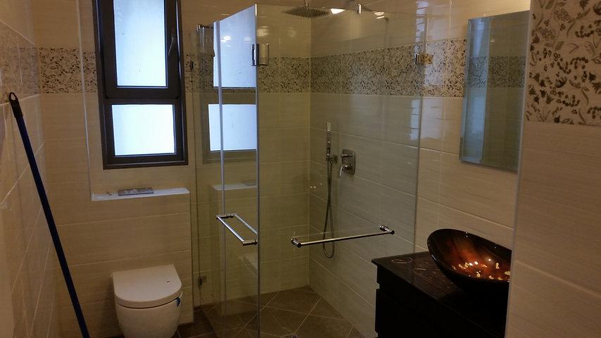 """מקלחון פינתי זכוכית 8 מ""""מ מחוסם פרזול נרוסטה"""
