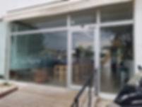 דלת זכוכית.jpg