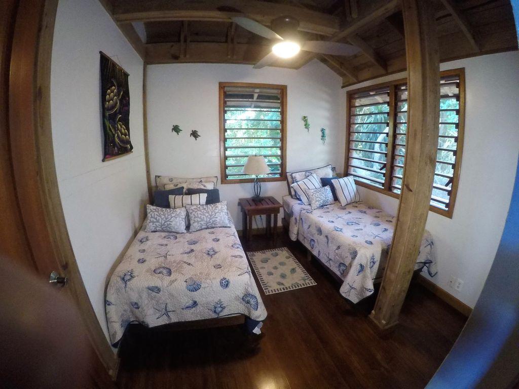 gecko room