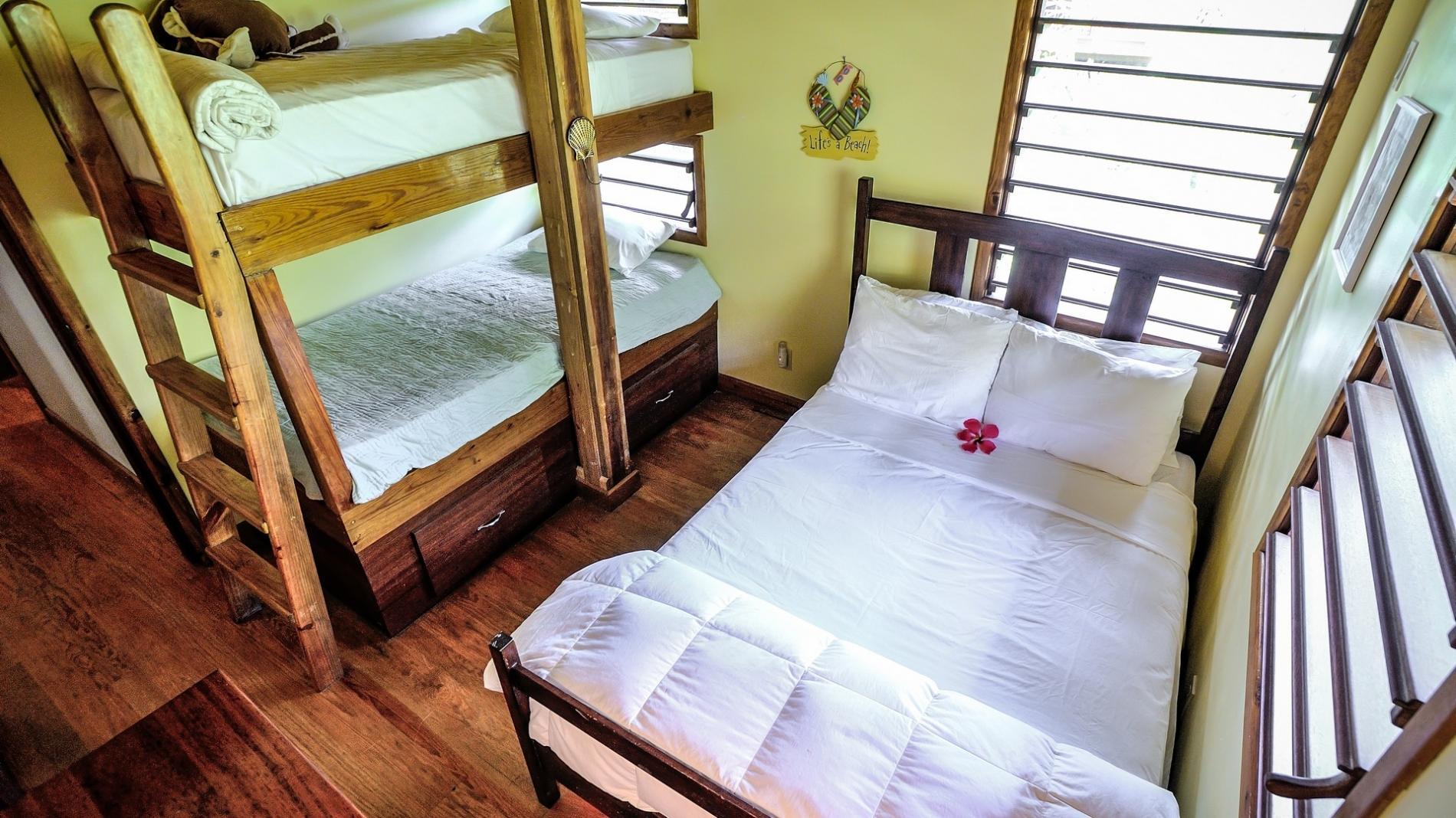 3rd bdrm bunk bed & queen