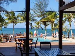 Beachside bar & pool