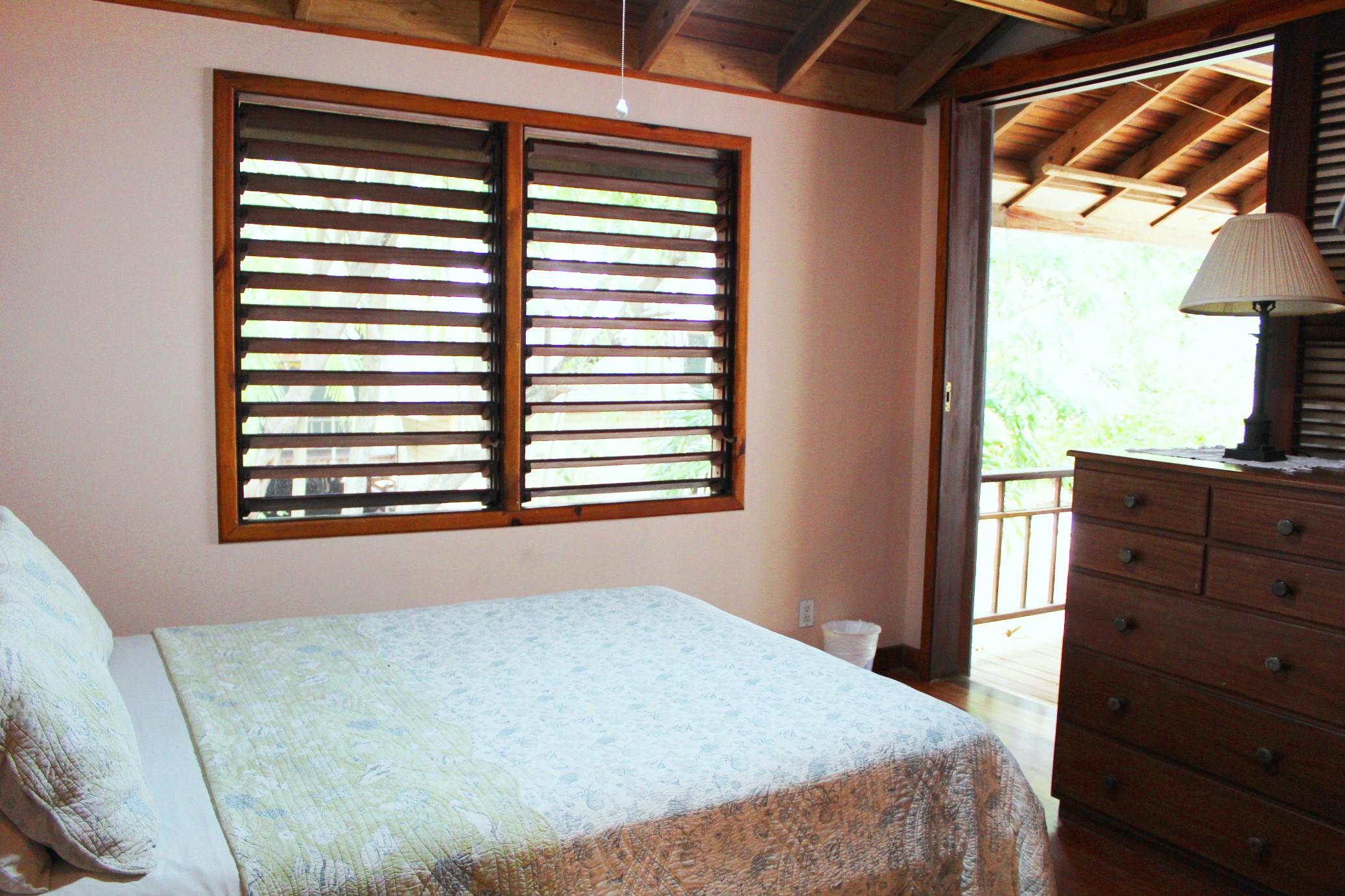 Third bedroom to deck