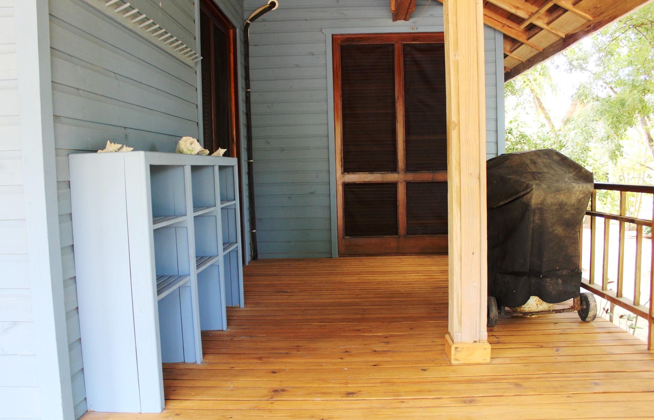 Bbq area, door to third bedroom