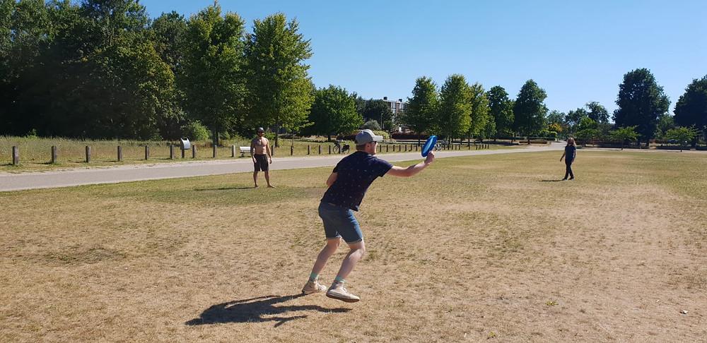 picnic, wezenlandenpark, zwolle, park, summer days, frisbee, activities, friends, expat life, expats