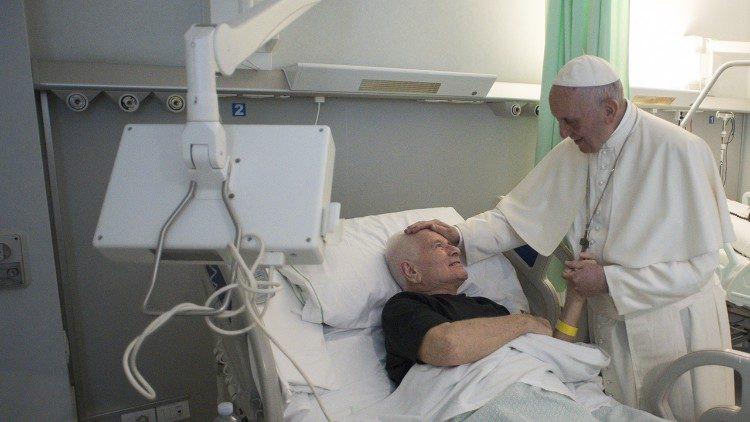 Papa Francisco em visita aos doentes em setembro de 2017