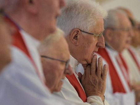 11 de junho, Dia de Oração pelos Sacerdotes: abraçar a Cruz pela causa do Evangelho