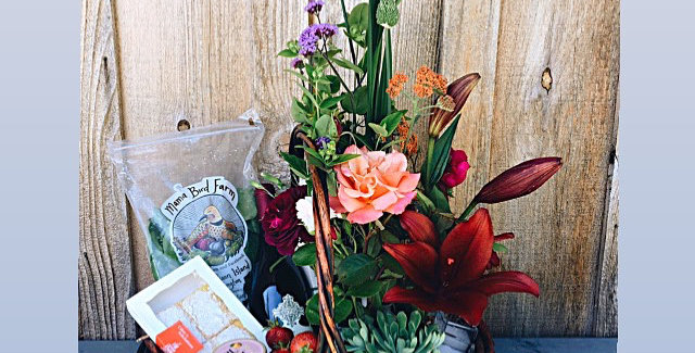 San Juan Special Gift Basket and Hand-Tied Bouquet
