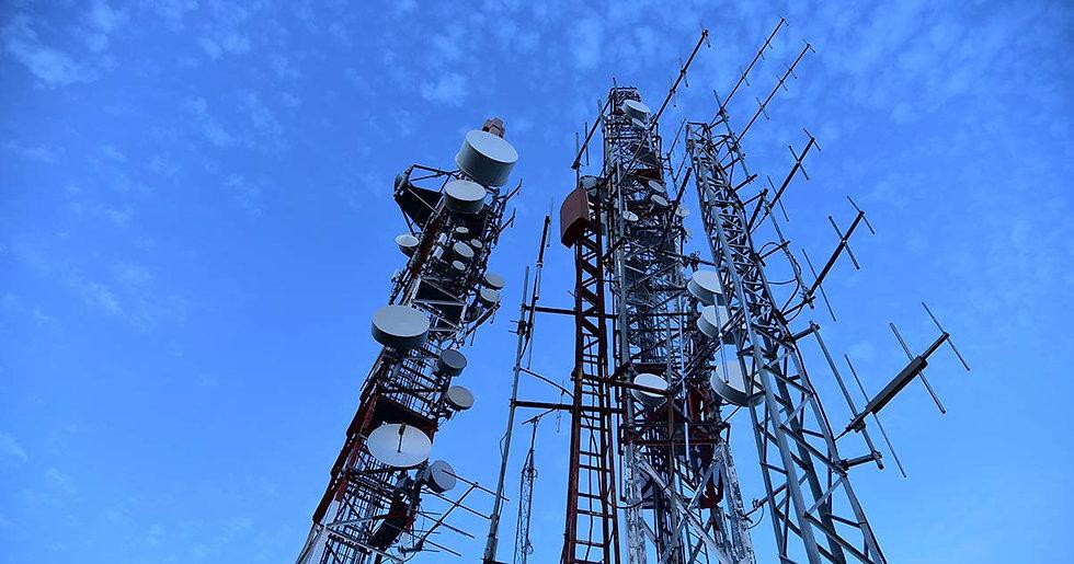 5e0fd4aa98f2dc32a3d0118a_radio-towers.jp