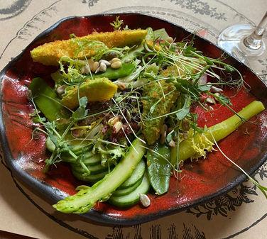 Зеленый салат с авокадо фри 590
