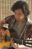 Yeşilköy Müzik Atölyesi - Klasik gitar ve bas gitar öğretmeni