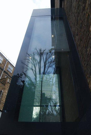 Projecting glazed extension