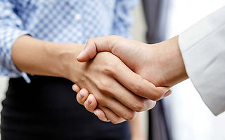 09-perfect-Handshake-Reveals-About-Your-