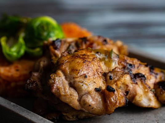 Kachelfleisch-Steaks mir Orange und Rosmarin