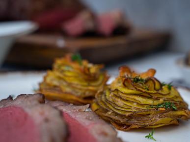Kartoffeltürmchen mit Thymian und Knoblauch