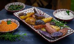 Bunte Kartoffeln mit dreierlei Dips
