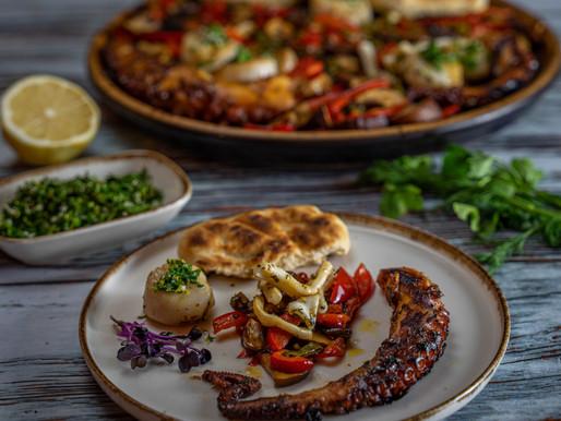 Seafoodplatte mit Grillgemüse