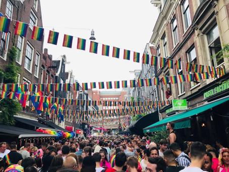 Naar de Amsterdam Pride met acht hetero's, een sfeerverslag