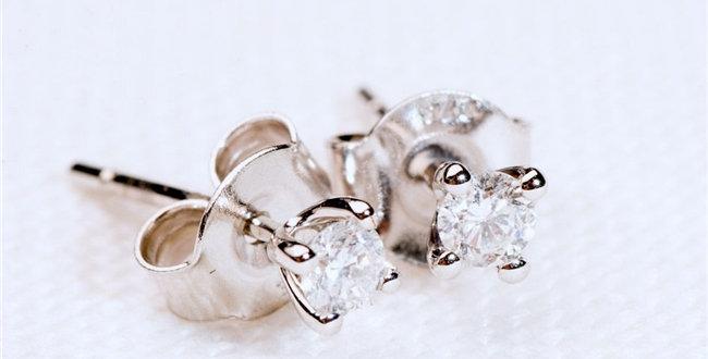 solitaire diamond earrings