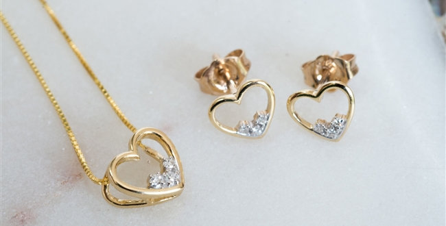 gold diamond necklace and earring set