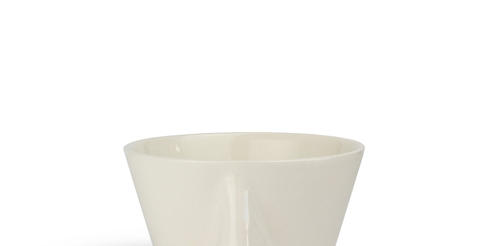 Bowl or planter that has a nose feature. Solid cream