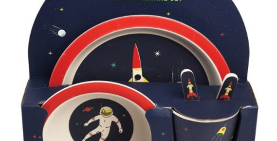 Toddlers dinner set featuring spacemen and rockets
