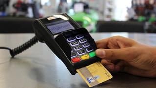 Ни МСП, ни людям: банки грозят обнулить кэшбэк на покупки в небольших магазинах