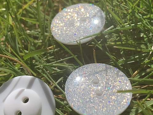 18mm 2 hole White Rainbow Twinkle Button