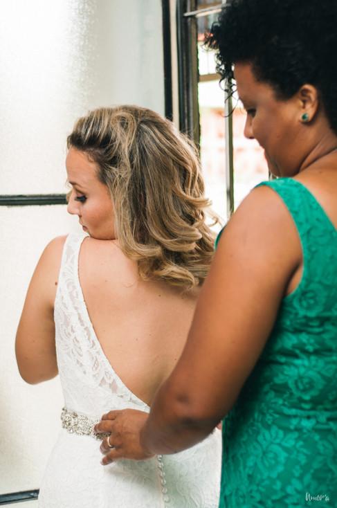mini wedding, casamento de dia, casamento rustico, casamento diy, diy, amora fotografia, maia bistro, casamento maia bistro, casamento restaurante, casamento bistro, casamento por adesao, making of noiva, mãe da noiva