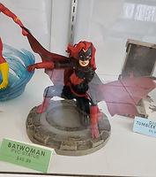 STATUE_Batwoman.jpg