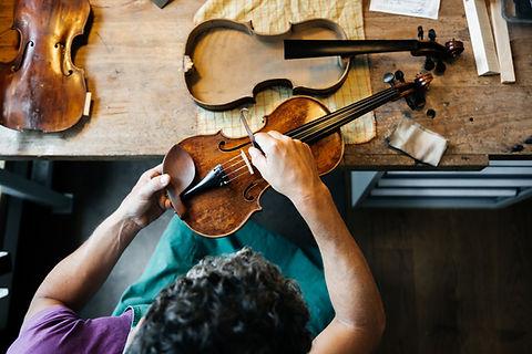 La fixation d'un violon