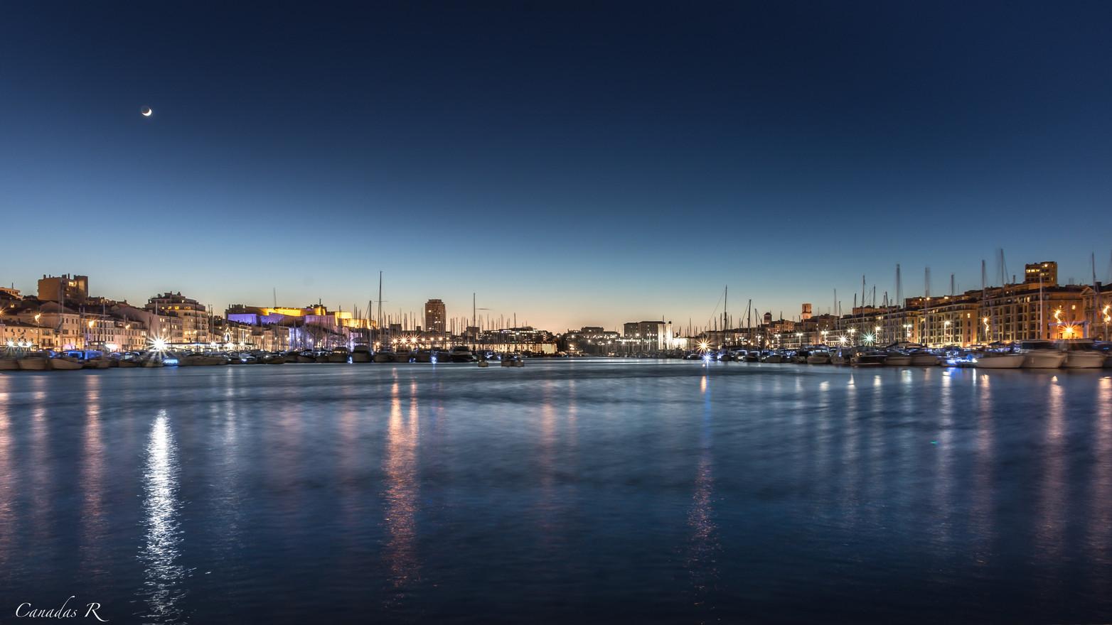 Vieux port by night.jpg