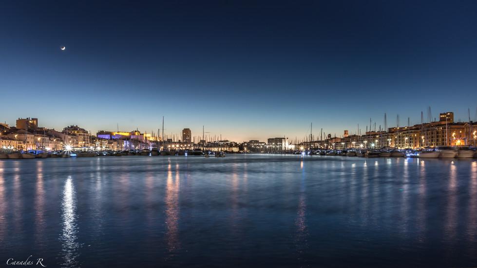 Vieux port by night Renaud Canadas.jpg