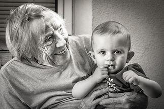 Théo et son arrière grand mère. Roquevai