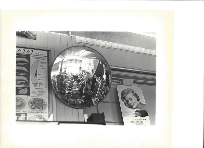 Store mirror